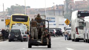 Sequestrador de ônibus é morto por atirador de elite na Ponte Rio-Niterói.