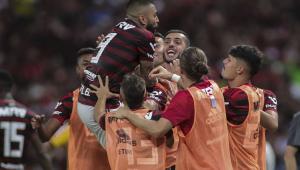 Com pintura de Arrascaeta, Flamengo vence o Ceará e assume a liderança do Brasileirão