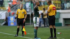 Felipe Melo é denunciado por expulsão contra o Bahia e pode perder até 12 jogos