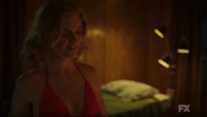 Serial killer de 'American Horror Story: 1984' não quer saber de romance em novos teasers