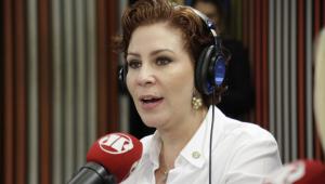 Carla Zambelli está NAMORANDO com um MILITAR