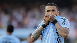 'Nem nos melhores sonhos previ o que vivi hoje', diz Daniel Alves após estreia com gol