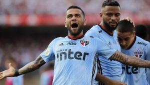 Que estrela! Daniel Alves marca em estreia, e São Paulo vence a 4ª seguida no Brasileiro