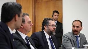 Mesmo após recuo de Bolsonaro, Eduardo diz que indicação será mantida
