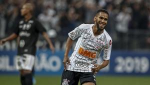 Everaldo diz que homenageou o pai em primeiro gol pelo Corinthians
