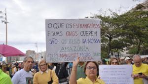 Ato no RJ teve boneco de Maia e críticas a líderes internacionais