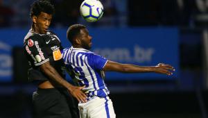 Corinthians joga mal e empata com o lanterna Avaí em jogo com duas expulsões