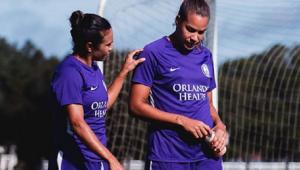 Namorada de Marta volta aos treinos duas semanas após cirurgia de câncer de mama