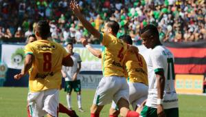 Brusque bate Manaus nos pênaltis e é campeão da Série D em jogo histórico com mulher no apito