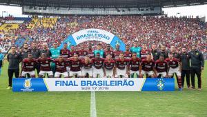 Seis meses após tragédia, Flamengo vence Corinthians e é campeão brasileiro sub-17 em jogo com recorde de público