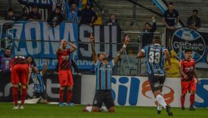 Grêmio usa a velocidade para bater o Athletico-PR e encerrar jejum no Brasileiro