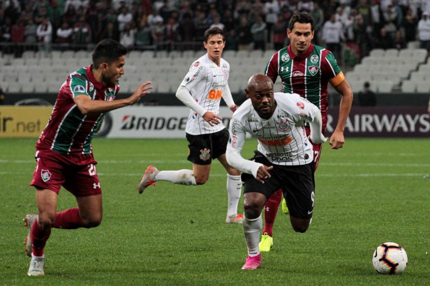 Corinthians empata sem gols com o Fluminense e decisão vai aberta para o Maracanã