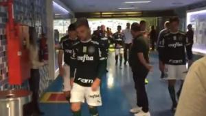 Vídeo mostra revolta palmeirense com arbitragem após 1 a 1 na Arena Grêmio: 'esses mer***'