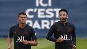 Thiago Silva posta foto estiloso e é zoado por Neymar