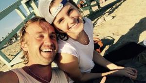 Tá rolando? Emma Watson e Tom Felton aparecem em clima de intimidade