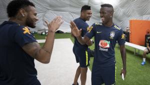 Neymar falou com quatro jogadores do Real Madrid para tentar transferência, diz jornal