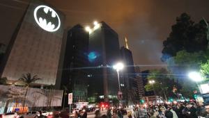 Bat-Sinal é projetado ao redor do mundo para comemorar 80 anos do herói