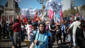 Sob protestos, Argentina prorroga emergência alimentar até 2022