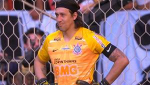 Após bolada em aquecimento, Cássio leva frango bizarro em gol de Ganso: 'Não pode acontecer'