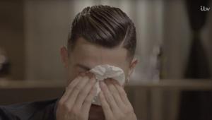 CR7 vai às lágrimas ao falar do pai: 'Ele não me viu receber prêmios'; assista