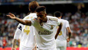 Colunista de jornal espanhol afirma que Zidane prefere Rodrygo a Vinicius Jr.