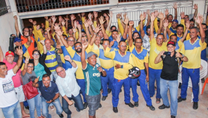Por reajustes e contra privatização, funcionários dos Correios entram em greve