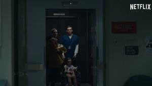 Mãe e filha desaparecem em hospital no trailer de novo filme da Netflix