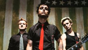 Música do Green Day é a mais perigosa para se ouvir dirigindo, aponta pesquisa