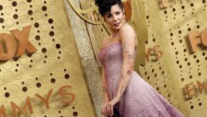 Halsey faz cover de 'Time After Time' em homenagem no Emmy; assista