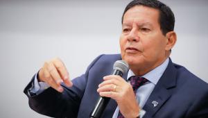 Exército reforçará operações para conter mancha de óleo, diz Mourão