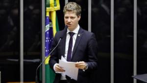 'O maior erro é a existência do Fundo Eleitoral', diz van Hattem sobre valores para campanhas