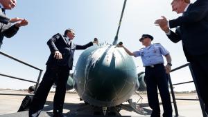 Jair Bolsonaro batiza KC-390 Embraer FAB