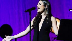Lea Michele vai lançar álbum natalino em outubro; veja tracklist
