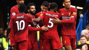 Com início arrasador, Liverpool bate Chelsea e segue 100% no Inglês