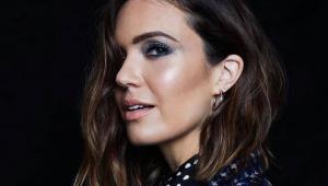 'When I Wasn't Watching': Mandy Moore lança 1ª música em dez anos
