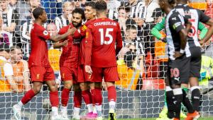 Com brilho de Firmino, líder Liverpool vence de virada em Anfield e mantém 100% no Inglês