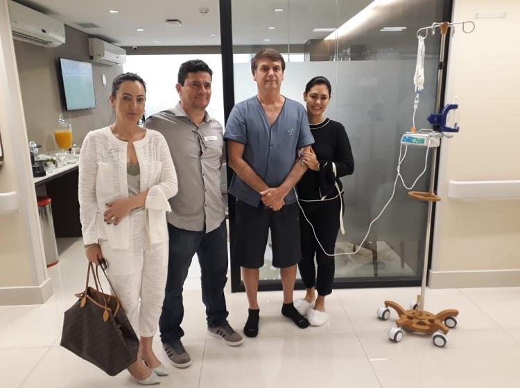 Moro visita Bolsonaro no hospital e celebra recuperação: 'O homem é forte'