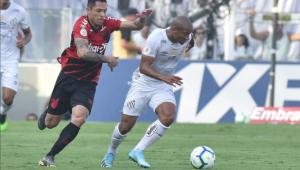 Santos empata com o Athletico-PR no fim com auxílio do VAR