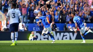 Leicester vence Tottenham de virada e sobe na tabela do Inglês