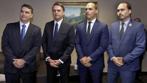 Bivar assina destituição de Flávio e Eduardo Bolsonaro do comando do PSL
