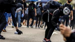 Jovens e idosos realizam duas manifestações não autorizadas em Hong Kong