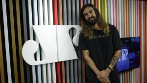 Armandinho sobre casamento com modelo de 23 anos: 'Redescobri o amor aos 50'