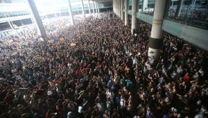 Protestos de separatistas cancelam voos no aeroporto de Barcelona