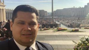 Alcolumbre rebate críticas sobre viagem ao Vaticano: 'Abri mão das diárias'