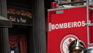 Bombeiros combatem novo incêndio na Quatro por Quatro, no Rio