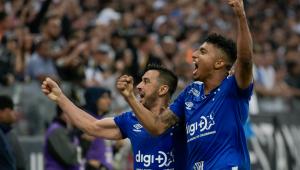 Cruzeiro vence de virada e complica Corinthians na briga pelo G4