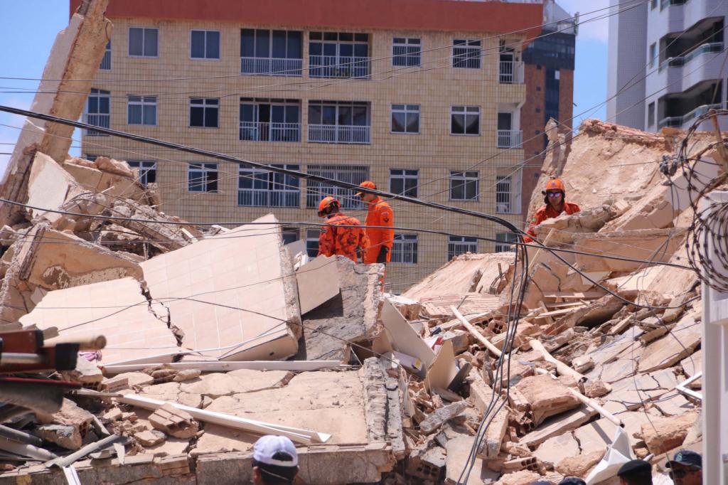 Chega a seis o número de mortos no desabamento do prédio em Fortaleza