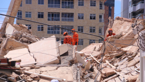 Bombeiros encontram corpo de síndica de prédio que desabou em Fortaleza