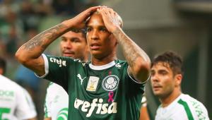 Palmeiras vence com muito sofrimento e gol de Felipe Melo no último minuto