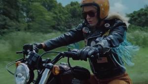 'Harley's In Hawaii': Katy Perry vive motoqueira em novo clipe